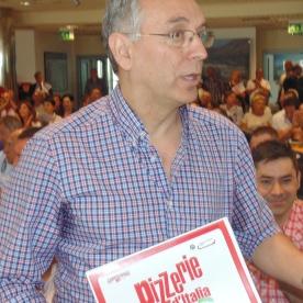 Premiato Gambero Rosso Presentazione guida Pizzerie d'Italia città del gusto 1 Luglio 2013 enzo coccia con l premtre spcchi La notizia via caravaggio