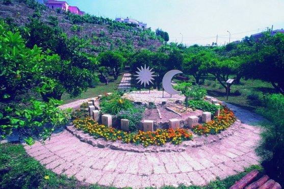 Orologio solare nel giardino