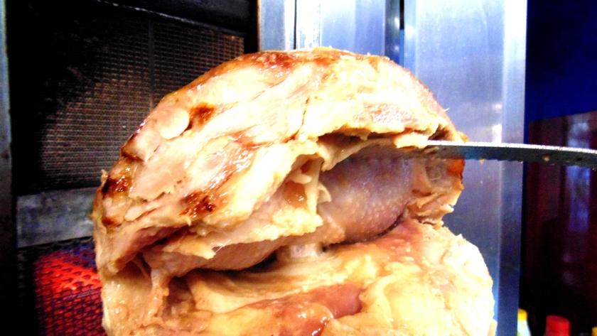 Carne di pollo succulenta per kebab o' taleban kebab a napoli (15)
