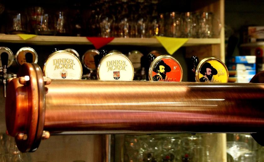birra dinkelacker birra alla spina a colori all'enoteca fiordigusto, volla, napoli