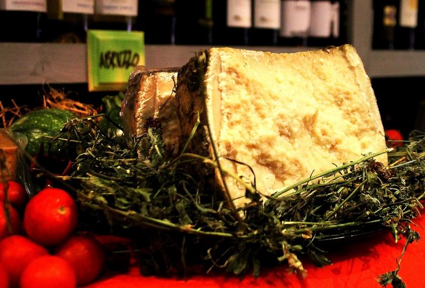 lato di un formaggio a enoteca fiordigusto, volla, napoli