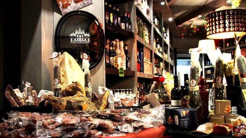 salumi, formaggi e vino all'enoteca fiodigusto, volla ,Napoli